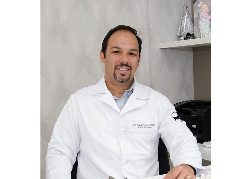 Dr Frederico Julian Bruscki - CRMV 22270