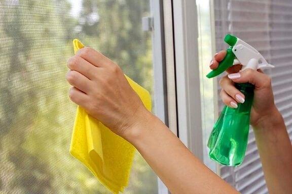 Como-limpar-vidros-com-amônia-álcool-e-detergente