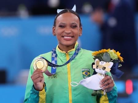 rebeca-andrade-e-ouro-no-salto-nas-olimpiadas-de-toquio-1627811819683_v2_450x337